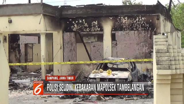 Inafis Polda Jatim selidiki kebakaran gedung Mapolsek Tambelangan yang diduga dilakukan oleh massa marah karena dilarang ke Jakarta.