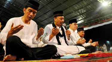 Capres Joko Widodo melakukan doa bersama di Pondok Pesantren Al-Baghdadi, Karawang, Jawa Barat, Jumat (4/7/14). (Liputan6.com/Andrian M Tunay)