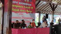 Ketua Satgas Covid-19 Doni Monardo, saat mengikuti Rapat Koordinasi Penanganan Covid-19 Wilayah Jawa Barat, dan pengendalian transportasi pada masa Idul Fitri, di Pendopo Bupati Cirebon, Kamis (29/4/2021). (Liputan6.com/ Panji Prayitno)