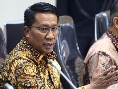 Ketua Badan Legislasi (Baleg) DPR RI Supratman Andi Agtas memimpin Rapat Kerja dengan pemerintah di Kompleks Parlemen, Jakarta, Kamis (22/7/2020). Panitia Kerja Rancangan Undang-undang (Panja RUU) Omnibus Law Cipta Kerja membahas daftar inventarisasi masalah (DIM). (Liputan6.com/Johan Tallo)