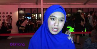 Sudah satu tahun, Oki Setiana Dewi berkecimpung di dalam bisnis busana muslim. Menurutnya, bisnis busana muslim sedang mengalami kemajuan yang sangat pesat. Ia tidak menyangka telah mendapatkan keuntungan besar dari bisnis yang baru ia mulai itu.