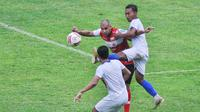 Uji coba Arema FC Vs Madura United di Stadion Kanjuruhan, Kabupaten Malang, Rabu (21/10/2020). (Bola.com/Iwan Setiawan)