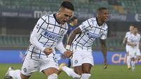 Lautaro Martinez berhasil mencetak satu gol saat Inter Milan meraih kemenangan atas Hellas Verona pada laga pekan ke-14 Serie A, Kamis (24/12/2020) dini hari WIB. (Paola Garbuio/LaPresse via AP)