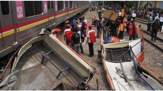 Gubernur DKI Jakarta Ahok,  sedang mengevaluasi penertiban angkutan yang dilakukan Dishub DKI Jakarta. Ahok curiga, anak buahnya berbohong karena masih banyak Metro Mini yang beroperasi.