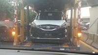 Toyota Sienta terbaru tengah diangkut truk. (istimewa)