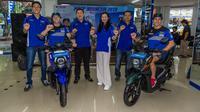 Crosser Jeremy Seewer dan Romain Febvre memperkenalkan varian baru Yamaha X-ride di Palembang, Jumat (7/7/2019). (Yamaha Indonesia)