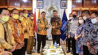Ketum Partai Demokrat Agus Harimurti Yudhoyono (AHY) bertemu Ketum Partai Golkar Airlangga Hartarto. (Dok Partai Demokrat)