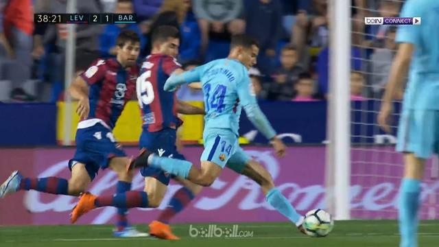 Barcelona menelan kekalahan perdana usai takluk 4-5 menghadapi Levante. This video is presented by Ballball.