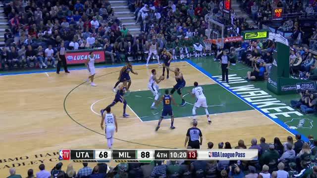 Berita video game recap NBA 2017-2018 antara Milwaukee Bucks melawan Utah Jazz dengan skor 117-110.