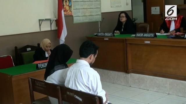 Pasutri pembuat dan pengedar vaksin palsu Hidayat Taufiqurahman dan Rita Agustina divonis oleh hakim Majelis Pengadilan Negeri kota Bekasi