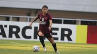 Gelandang PSM Makassar, Marc Klok, saat melawan Becamex Binh Duong pada laga semifinal Zona ASEAN Piala AFC 2019 di Stadion Pakansari, Rabu (26/6). PSM menang 2-1 atas Becamex Binh Duong. (Bola.com/M Iqbal Ichsan)