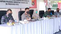 Kapolda NTB Irjen Pol Mohammad Iqbal memimpin Rapat Koordinasi dalam rangka penegakan hukum Protokol Kesehatan Covid-19 pada tahapan Pilkada Serentak 2020 di Provinsi Nusa Tenggara Barat, Senin (14/9/2020). (Foto: Humas Polri)