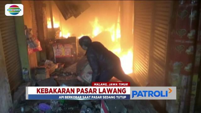 Api melahap kios-kios di Pasar Lawang, Malang, Jawa Timur diduga karena ada korsleting arus listrik.