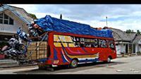 Bus angkut muatan banyak (Sumber: YouTube/Fitri Emon)