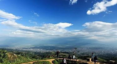 Berlibur ke Bandung rasanya tak lengkap kalau tidak mengunjungi 6 tempat wisata Instagrammable berikut ini. (Sumber : dolandolen.com)