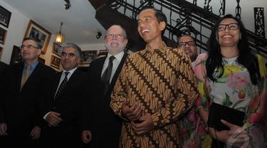 Gubernur DKI Joko Widodo (Jokowi) bertemu 15 duta besar di kawasan Cikini. Pertemuan berlangsung secara tertutup (Liputan6.com/Herman Zakharia).