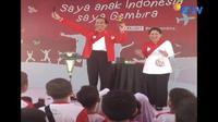 Presiden Jokowi hibur anak-anak dengan atraksi sulap di peringatan Hari Anak Nasional, di Pekanbaru, Riau.