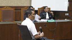 Terdakwa mantan anggota Komisi I DPR, Fayakhun Andriadi menjalani sidang tuntutan kasus dugaan suap Bakamla di Pengadilan Tipikor, Jakarta, Rabu (31/10). Fayakhun dituntut 10 tahun penjara dan denda Rp 1 miliar. (Liputan6.com/Herman Zakharia)
