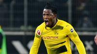 5. Michy Batshuayi (Borussia Dortmund) – Kehadiran Oliver Giroud ke Chelsea membuat striker muda asal Belgia ini tergusur. Pindah ke Dortmund malah menjadikannya striker utama yang tampil impresif dengan 8 gol dari 11 laga. (AFP/Patrik Stollarz)