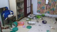 Barang-barang rumah tangga berjatuhan usai gempa magnitudo 7,4 mengguncang Maluku Utara. (Liputan6.com/Hairil Hiar)