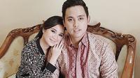 Chacha Frederica dan suami, Dico Ganindito. (Instagram)