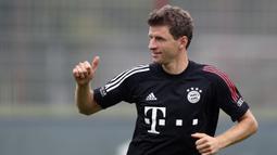 Pemain Bayern Munchen, Thomas Mueller, saat mengikuti sesi latihan di Munich, Jerman, Sabtu (12/9/2020). Bayern Munchen akan menghadapi Schalke pada laga pembuka kompetisi Liga Jerman musim 2020/2021. (AP Photo/Matthias Schrader)
