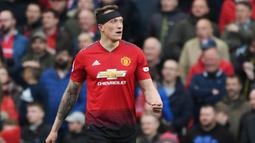 1. Phil Jones - Pria asal Inggris ini menjadi salah satu pemain yang wajahnya paling sering muncul di media sosial. Penyebabnya, bek Manchester United itu kerap memperlihatkan mimik wajah kocak saat beraksi di lapangan. (AFP/Paul Ellis)
