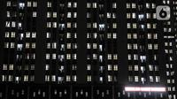 Suasana kamar-kamar tempat isolasi pasien COVID-19 di Rumah Sakit Darurat (RSD) Wisma Atlet Kemayoran, Jakarta, Selasa (19/1/2021). Dari 87 persen penggunaan tempat tidur di rumah sakit rujukan COVID-19, 24 persen di antaranya dihuni oleh warga dari Bodetabek. (merdeka.com/Iqbal S. Nugroho)