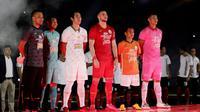 Skuat Persija Jakarta resmi diperkenalkan di Stadion Utama Gelora Bung Karno, Minggu (23/2/2020). (Bola.com/Muhammad Iqbal Ichsan)