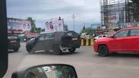 Jeep Grand Cherokee L kedapatan tengah diuji coba di India (Cardekho)