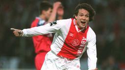 Jari Litmanen. Striker Finlandia ini sukses mencetak 6 gol di semifinal dan final Liga Champions bersama Ajax Amsterdam serta sukses mempersembahkan 1 gelar untuk Ajax pada musim 1994/1995. (AFP/Toussaint Kluiters/ANP)