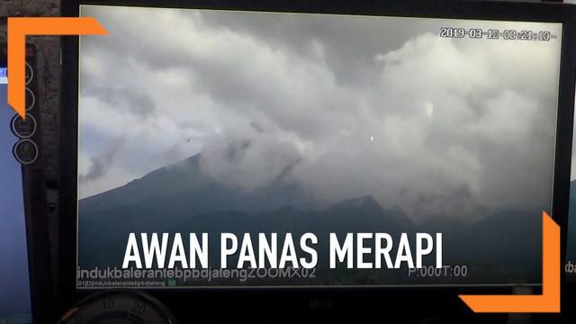 Gunung Merapi kembali menunjukan kegiatan vulkanis. Dalam waktu 1 jam Gunung Merapi meluncurkan 5 awan panas.