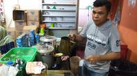 Nani Sumot, peracik kopi untuk Jokowi di Manado. (Liputan6.com/Yoseph Ikanubun)