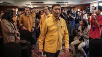 Ketua Dewan Pembina Partai Hanura Wiranto bersiap memberikan keterangan terkait kisruh Partai Hanura di Jakarta, Rabu (18/12/2019). Dalam penjelasannya, Wiranto menyatakan mundur dari Pembina Partai Hanura demi menghindari konflik dengan pengurus Partai. (Liputan6.com/Faizal Fanani)