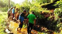 Longsor di Musim Kemarau memutus jalan dua desa di Kecamata Cilongok, Banyumas. (Foto: Liputan6.com/BPBD Banyumas/Muhamad Ridlo)