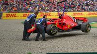 Pebalap Ferrari, Sebastian Vettel, tak mampu finis pada GP Jerman karena mengalami kecelakaan pada lap ke-52. (AFP/Andrej Isakovic)