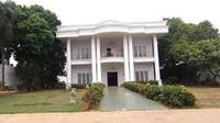 Intip mewahnya isi rumah Genta Buana yang sering dijadikan tempat syuting sinetron dan film. (Sumber: YouTube/Afdhal Yusman)