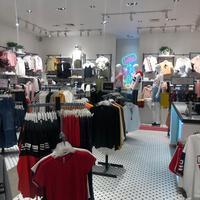 Belanja outfit secara menyenangkan di gerai Colorbox yang instagrammable (Foto: Colorbox)