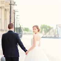 Dip Dye Wedding Dress. Sumber : mymodernmet.com.