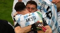 Menurut Lionel Messi, Timnas Argentina layak ke final Copa America 2021 karena tampil gemilang pada adu penalti berkat Emiliano Martinez. (AFP/Evaristo Sa)