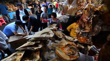 Sambut Imlek, Warga China Berburu Makanan Laut Kering