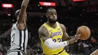 LeBron James gagal selamatkan Lakers dari kekalahan saat bertemu Spurs di lanjutan NBA (AP)