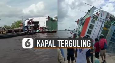 Beredar video sebuah Kapal Feri mengalami kecelakaan dan terguling di pinggir dermaga.
