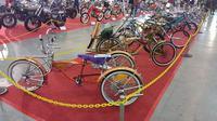 Deretan sepeda kustom dengan berbagai style. (Septian / Liputan6.com)