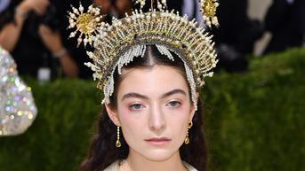 Mahkota Lorde di Met Gala 2021 Disebut Mirip Siger Sunda