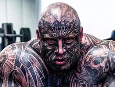 """20151219-Transformasi Ekstrim Pria Asal Denmark Demi Mirip Tokoh Kartun """"The Beast"""""""