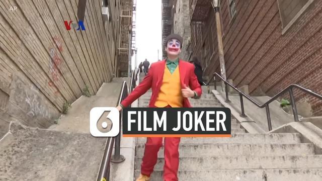 """Film """"Joker"""" akhirnya menjadi film dewasa dengan rating R paling sukses sepanjang sejarah, sekaligus menjadi inspirasi kostum saat Halloween lalu. Film ini juga membuat banyak penontonnya berbondong-bondong ke salah satu lokasi syuting, sehingga mend..."""