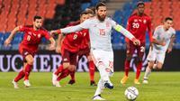 Sergio Ramos dua kali gagal mengeksekusi penalti ketika Timnas Spanyol bersua Swiss pada laga kelima Grup 4 Liga A UEFA Nations League 2020/2021, di St. Jakob-Park, Basel, Minggu (15/11/2020) dini hari WIB. (Alessandro della Valle/Keystone via AP)
