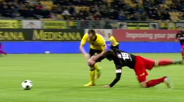 Jurgen Mattheij, bek Excelsior melakukan tekel menggunakan kepalanya saat kalah dari Roda JC 0-4