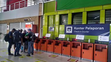 Suasana Stasiun Gambir Jelang Pelarangan Mudik Lebaran 2021. Loket penjualan tiket go show baru dibuka pukul 13.00 WIB untuk Rabu (5/5/2021), hingga keberangkatan terakhir tengah malam nanti.